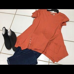 LOGO Lori Goldstein orange t-shirt